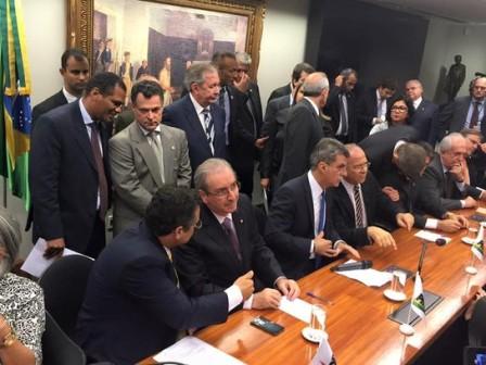 PMDB rompe definitivamente com o governo Dilma