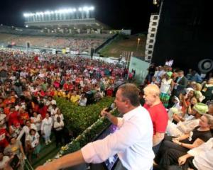 Depois de sacudir o PT, Rui toma conta da cena com Lula em Pituaçu