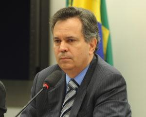 Félix solicita audiência sobre licitações  e contratos da administração pública