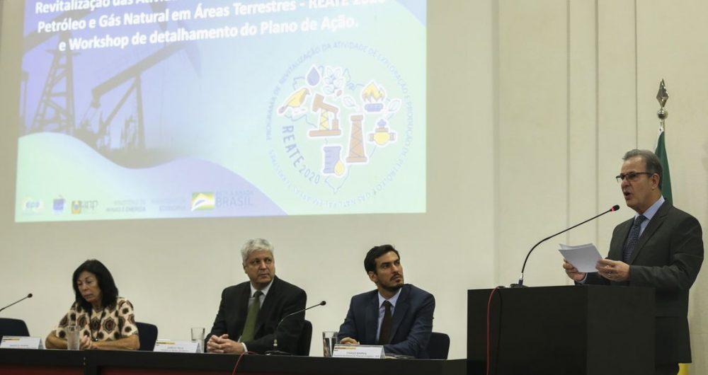 Resultado de imagem para Governo federal lança programa para produção de petróleo e gás em terra