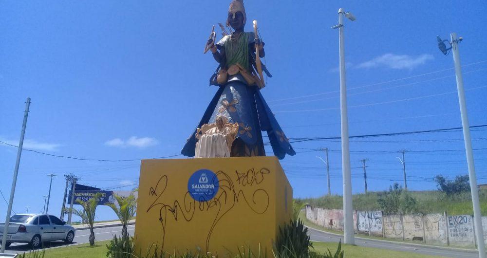 Resultado de imagem para Prefeitura aciona polícia em ato de vandalismo contra escultura de Mãe Stella de Oxóssi