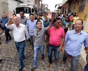 ACM Neto faz campanha com Zé Ronaldo no interior do Estado