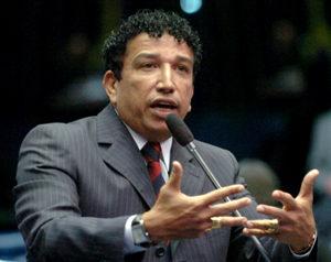 Braço direito de Bolsonaro, senador Magno Malta pede votos para Zé Ronaldo, Lázaro e Jutahy