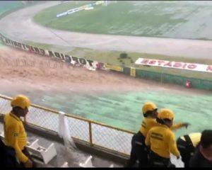 Forte chuva alaga Estádio Lomanto Júnior nesta tarde; Confira o vídeo