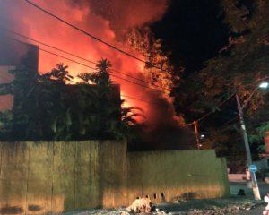 Casa pega fogo no Horto Florestal; Confira o vídeo
