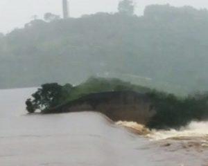 Barragem se rompe na Bahia e água invade povoado