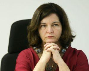 Após perder força para se manter na PGR, Raquel Dodge retira da gaveta investigações contra Bolsonaro