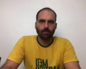 Em live nas redes sociais, Eduardo Bolsonaro defende o pai e ataca Joice Hasselmann mais uma vez