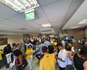 Apoiadores de Bolsonaro congestionam cartório na Pituba