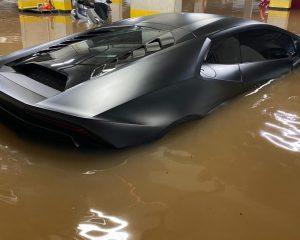 Lamborghini de R$ 1,6 milhão e sem seguro fica na lama após chuvas de SP