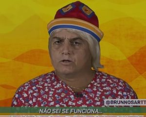 Bolsonaro em versão Tiririca canta 'Cloroquina'; assista